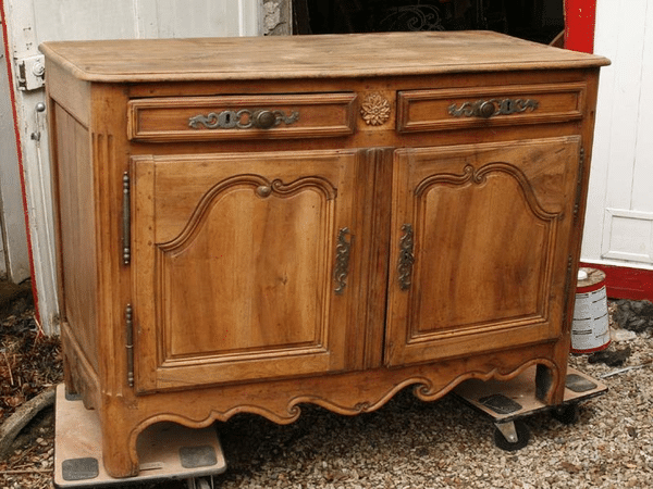 mobilier table decaper un meuble vernis